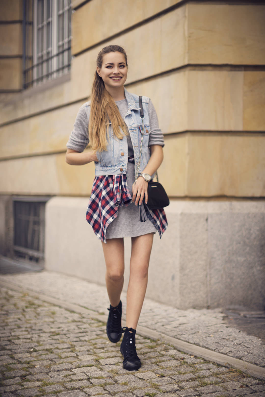 Juliette_in_Wonderland_grunge_01